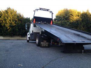 Towing on Hayvenhurst Avenue